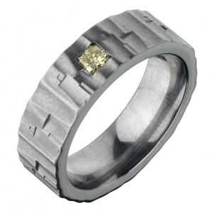 Кольцо из титана с бриллиантом
